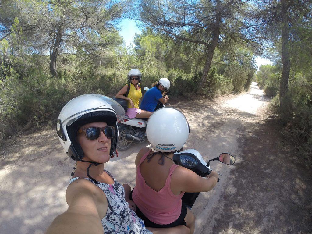 Vacanza a Formentera in giro in motorino