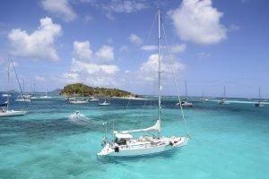 barche a vela all'ancora alle Granadine
