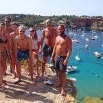 Ibiza Scalata a Porroig, vista dall'alto della rada. Barche a vela alla fonda