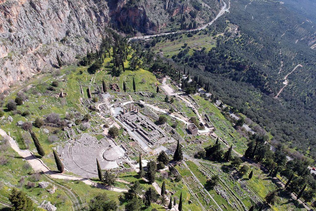 Delphi dall'alto. Vacanze in barca a vela