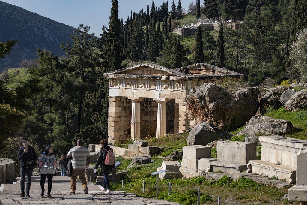 Tempio di Atena a Delphi. VaCANZE IN BARCA A VELA