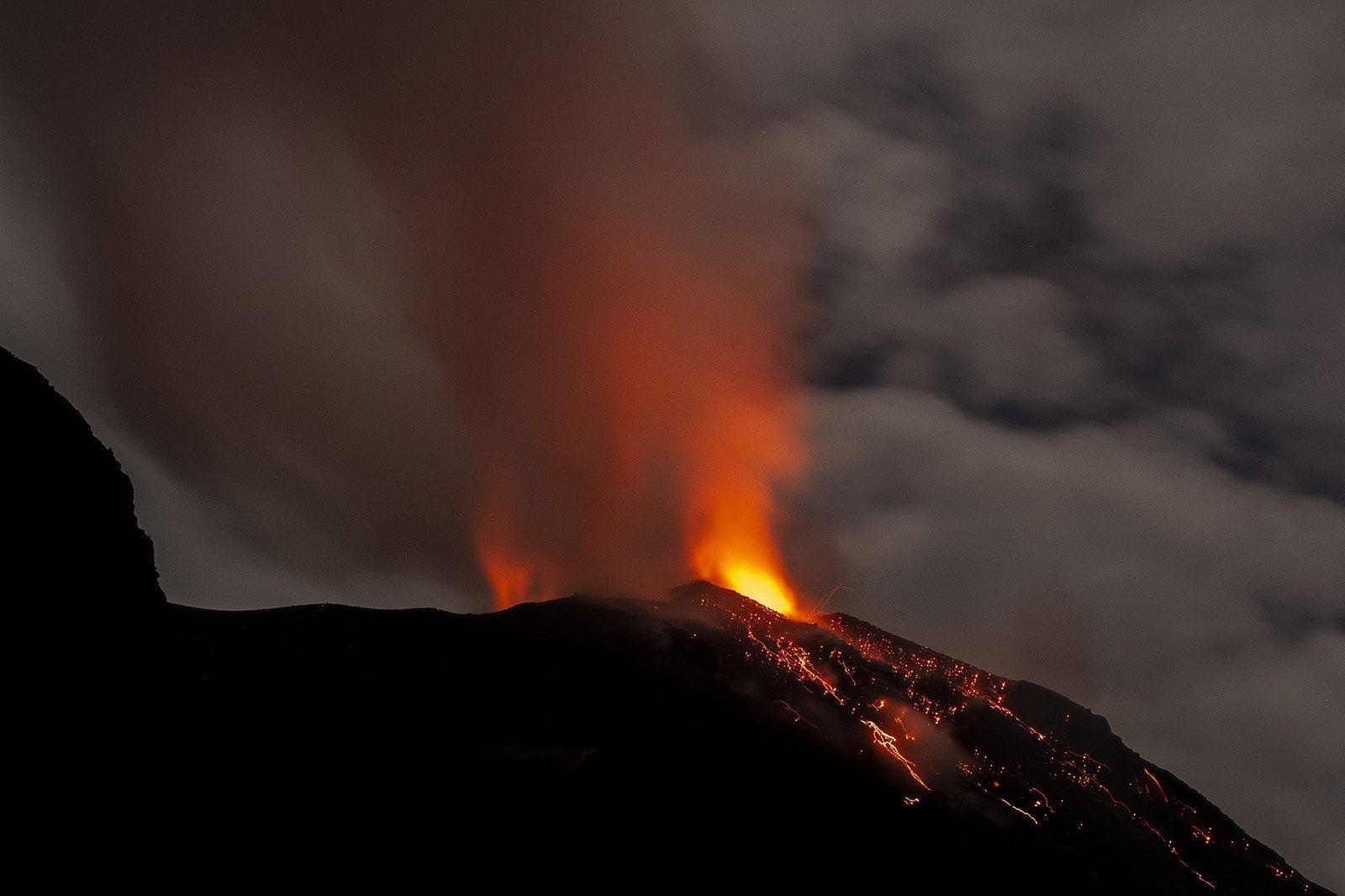 Stromboli in eruzione. Dalla barca