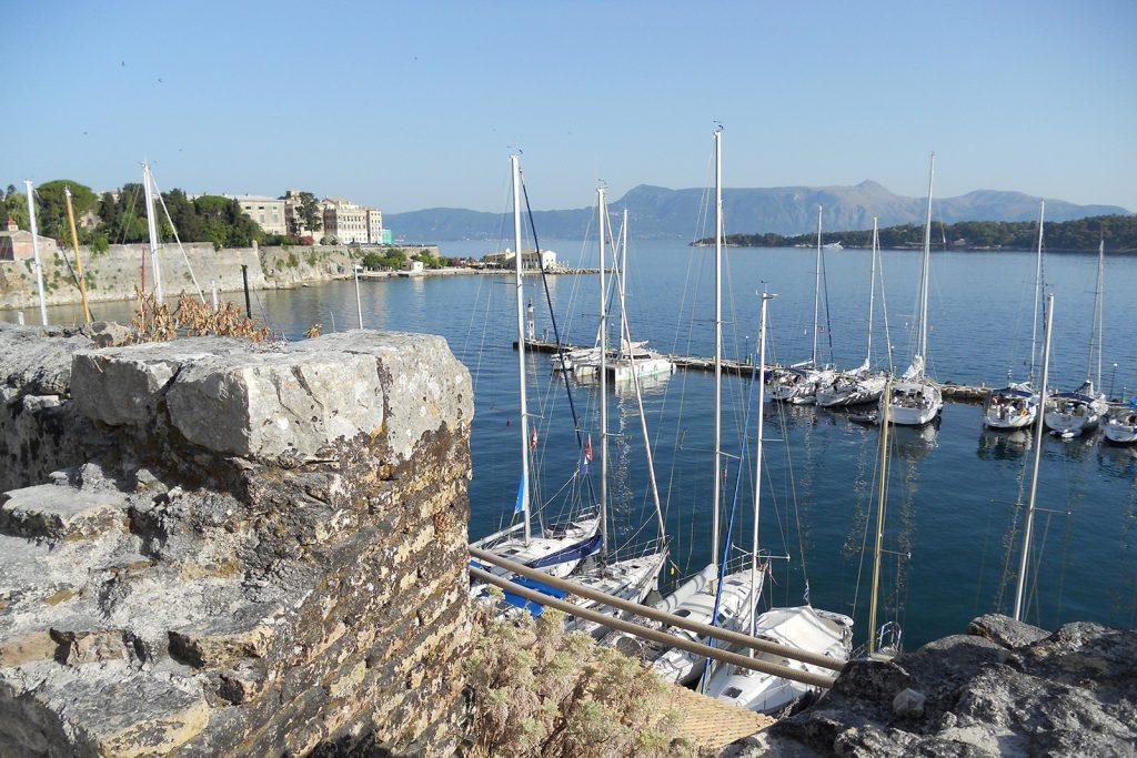 Mandraki di Corfu. Vacanza in barca a vela