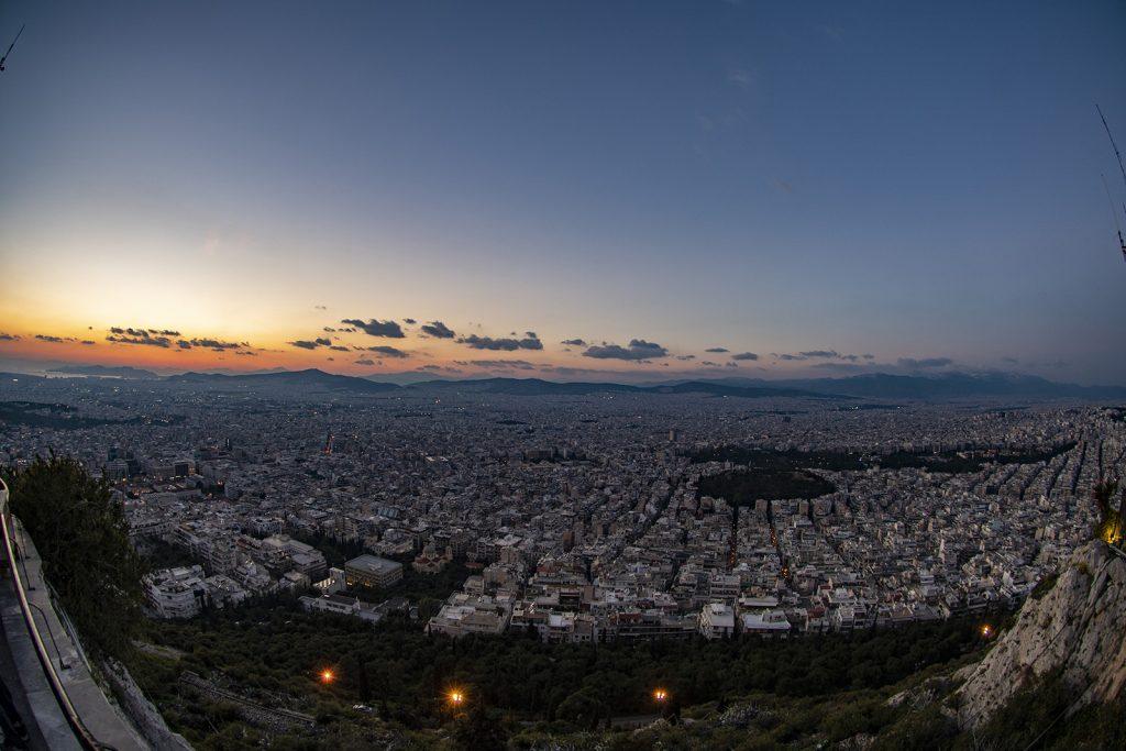 Atene al tramonto. Vacanza in barca a vela
